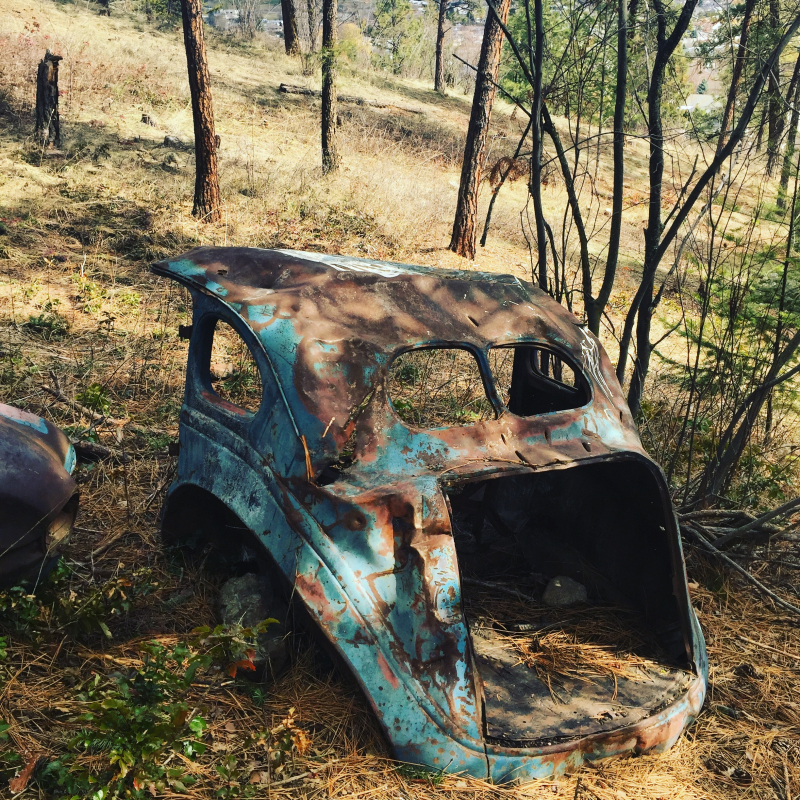 Old car in the Glenmore Highlands